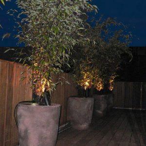 ladpj - Des pots illuminés ponctuent l'espace